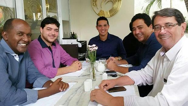 Bancada do PTB na Assembleia se reúne para definição de liderança. Zé Antônio (ao centro) foi o escolhido | Foto: reprodução / Facebook