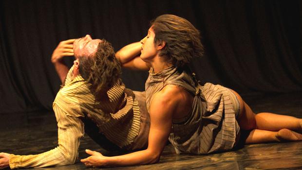 Espetáculo mergulha em Guimarães Rosa, escorrendo literatura e dança pelos palcos