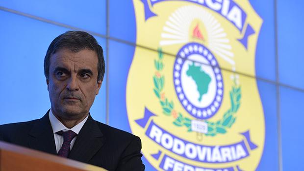 Ministro da Justiça, José Eduardo Cardozo, quer passar de oráculo de petroleiros a juiz do petrolão no Supremo Foto: Valter Campanato/ Agência Brasil