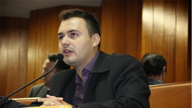 Vereador do PMDB questiona acordo milionário entre prefeitura e empresa paulista de iluminação