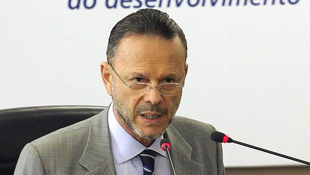Para tentar barrar CPI, presidente do BNDES procura senadores ligados a Dilma