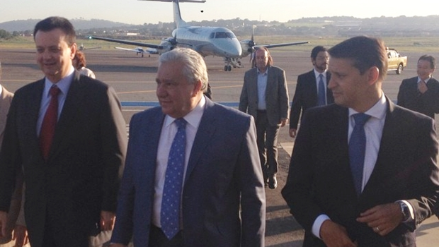 Ministro Gilberto Kassab (PSD) acompanhado dos secretários Vilmar Rocha (PSD) e Thiago Peixoto (PSD) | Foto: reprodução / Facebook