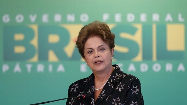 Dinheiro de ajustes irá para programas sociais, garante Dilma