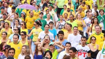 Goianos caminham pela Avenida 85 em 15 de março, contra o governo do PT: em que isso vai dar desta vez?   Foto: Fernando Leite/Jornal Opção
