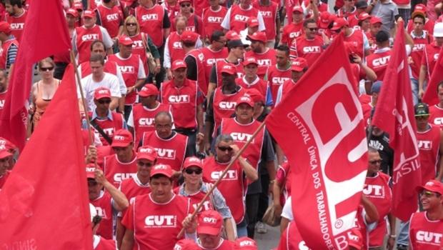 CUT promove ato contra impeachment em Goiânia