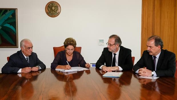 Dilma sanciona Lei dos Caminhoneiros | Foto: reprodução / Roberto Sruckert Filho / Presidência da República