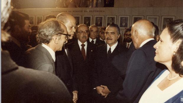 Há 30 anos poder voltava aos civis no Brasil