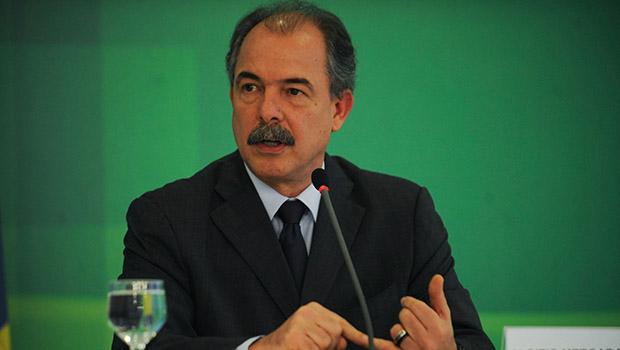 Ministro Aluizio Mercadante: Lula não quer, mas ele continua forte   Foto: José Cruz/Agência Brasil