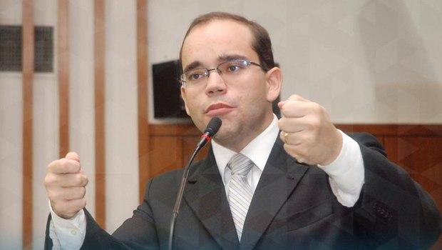 """Deputado Fábio Sousa critica criador do Dilma Bolada, que admite """"equívocos"""""""