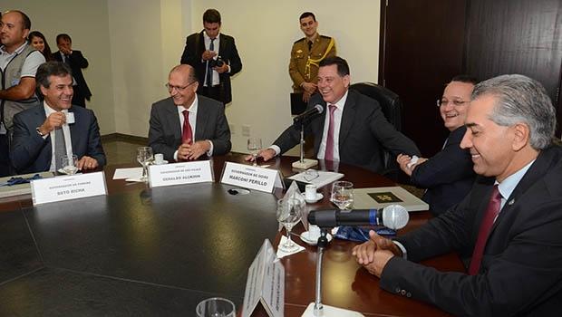 Marconi, ministro Afif (dir.) e governadores reunidos em Goiás