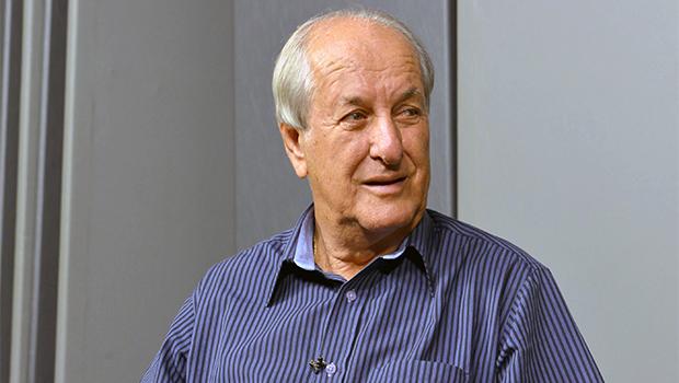 Mané de Oliveira vai deixar o PSDB e deve ser vice de Vanderlan Cardoso em Goiânia
