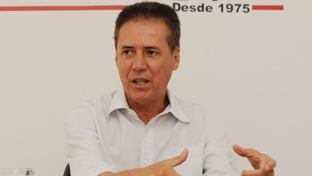 Deputado Pedro Chaves e outros representantes do PMDB participaram de reunião no escritório político de Íris Rezende na manhã desta terça (24) | Foto: Renan Accioly