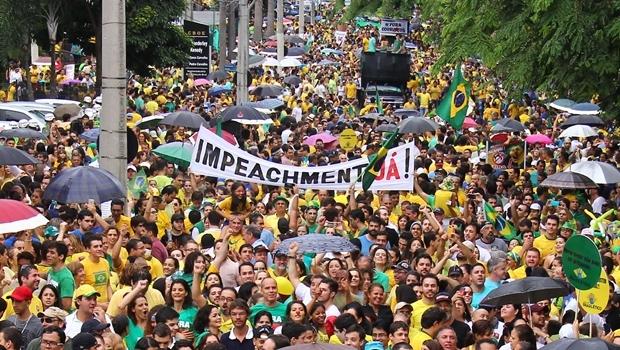 Goianos pedem afastamento da presidente Dilma Rousseff. CNT/DMA atesta que 59,7% dos brasileiros também são | Foto: Fernando Leite / Jornal Opção