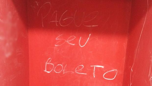 Alunos da UFG teriam pichado paredes e destruído patrimônio no CA de Direito da PUC Goiás