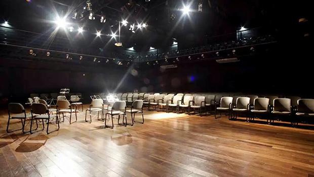 A luz dos palcos  é um mercado que ninguém vê