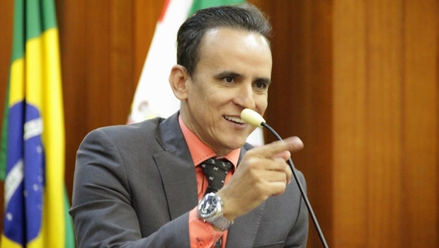 """Vereador Zander vai """"requerer"""" a vinda de Dilma a Goiânia quatro vezes por semana"""
