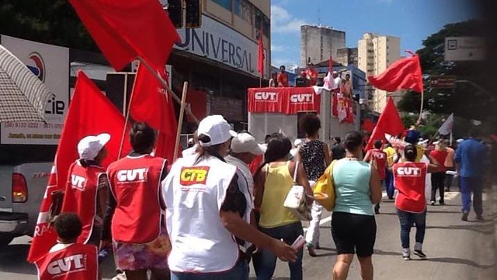 Cerca de 3 mil trabalhadores protestam contra PL da terceirização em Goiânia