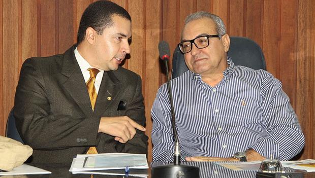 Promotor Marcelo Faria e prefeito Jânio Darrot: trabalho em parceria em favor de crianças e adolescentes trindadenses | Foto: Iris Roberto