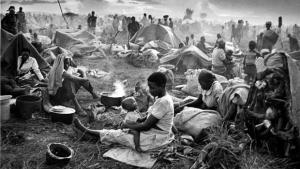 Campo de refugiados do conflito em Ruanda, nos anos 90:após 20 anos, situação do continente segue dramática e sem sinais de mudança para melhor | Fotos: Divulgação