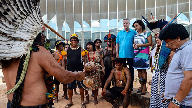 Brasil precisa recuperar orgulho de sua origem, dizem indígenas