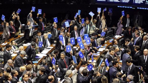 Câmara do Deputados aprova terceirização para todas as atividades