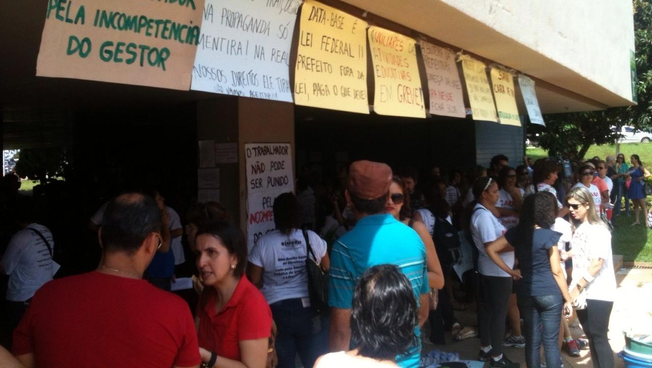 Após reunião com a prefeitura, servidores da Educação decidem manter greve