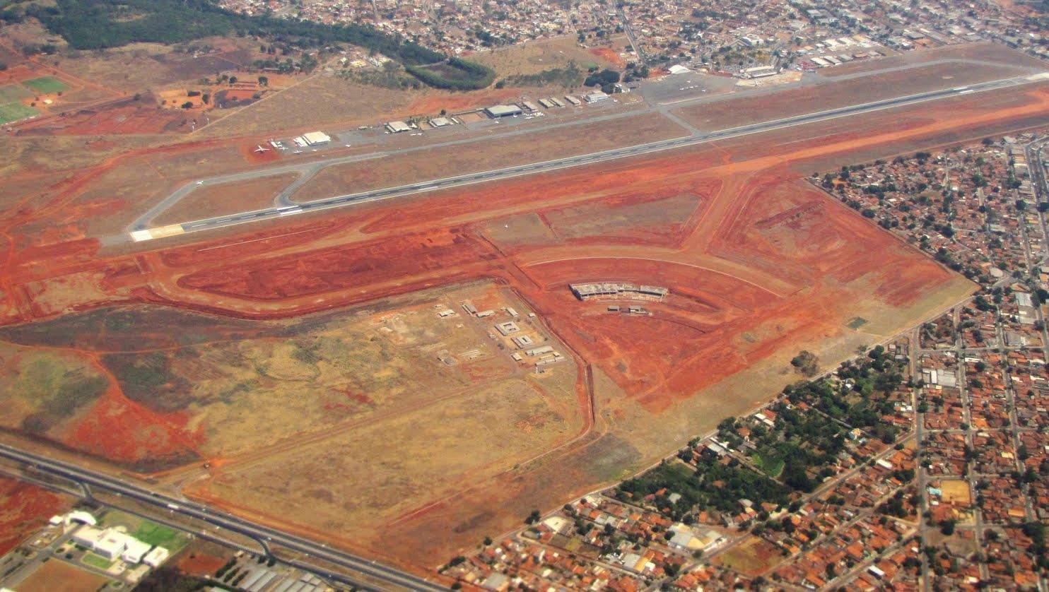 Ministro da Aviação e presidente da Infraero visitam obras do aeroporto de Goiânia