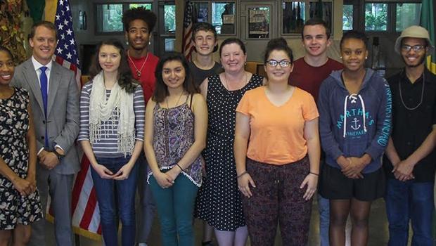 Jovens embaixadores americanos em visita à Embaixada dos EUA no Brasil   Foto: Facebook