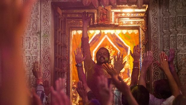 Celebração do Holi no Templo Jagdish. O evento, realizado entre fevereiro e março, é sagrado para os hindus | Foto: Marcello Dantas