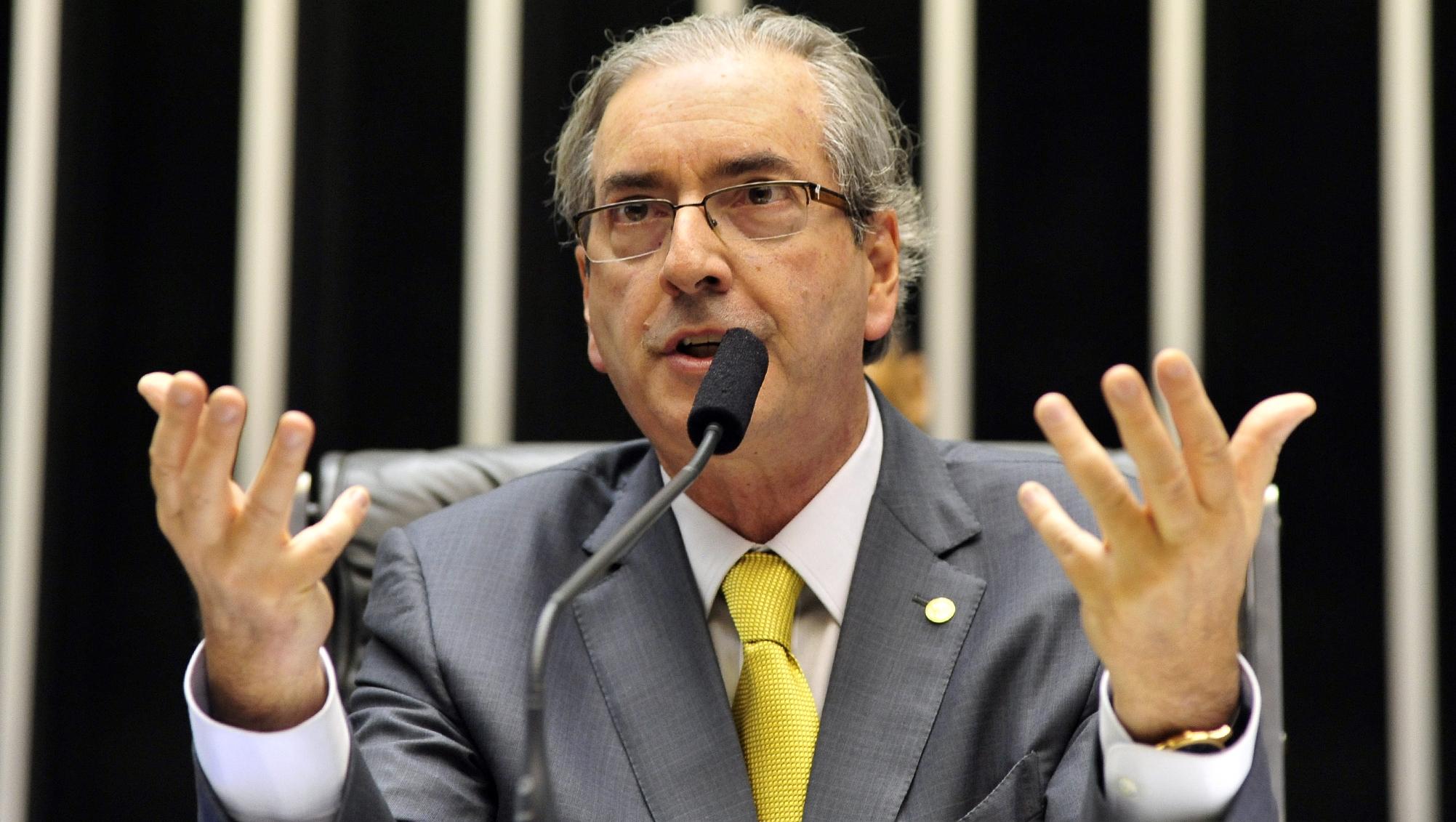 CCJ adia para quarta-feira votação da PEC que reduz ministérios