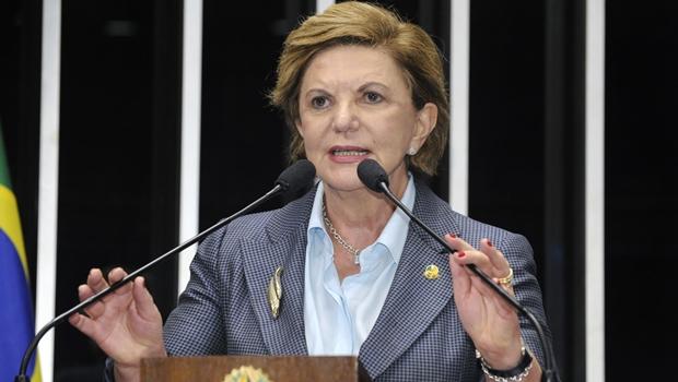 Lúcia Vânia vai deixar o PSDB e vai se filiar ao PSB, mas não tem muita pressa