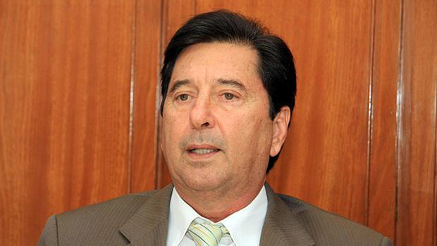 Servidores da Educação ameaçam entrar na Justiça caso Maguito não pague pontos cortados
