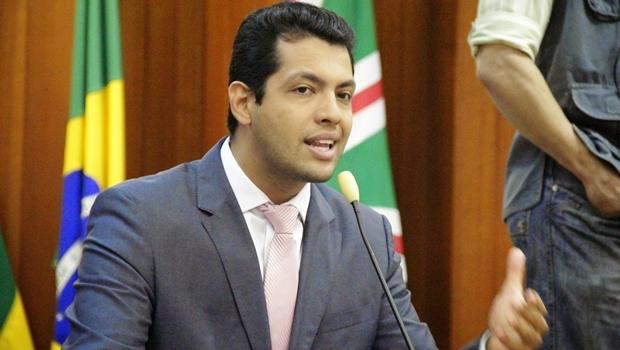 Presidente da Comissão Mista, vereador Thiago Albernaz (PSDB) promete não dar trégua ao prefeito petista | Foto: Alberto Maia