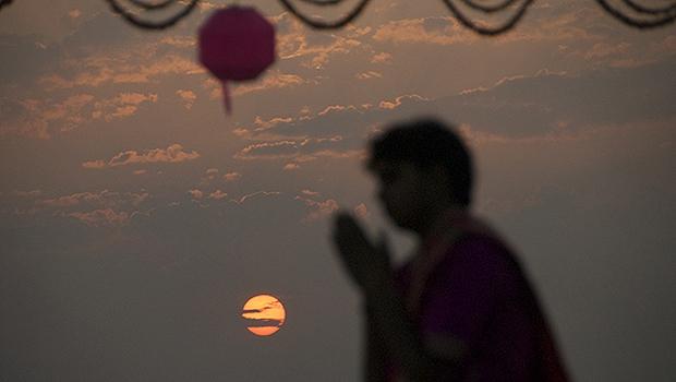 Celebração do Aarti, às margens do Rio Ganges, em Varanasi