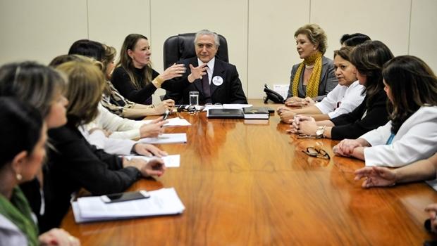 Michel Temer e as senadoras Vanessa Grazziotin e Marta Suplicy durante reunião | Foto: José Cruz/Agência Brasil