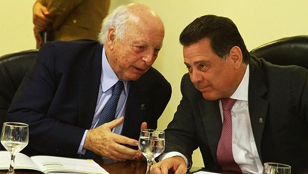 Jorge Gerdau, do Movimento Brasil Competitivo, e governador Marconi Perillo: aprovação ao Programa de Modernização da Gestão Pública de Goiás | Foto: Wesley Costa