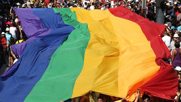 Após polêmica, site lista marcas que apoiam direitos LGBT