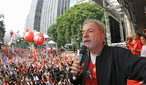 Lula ataca a elite que está com o PT