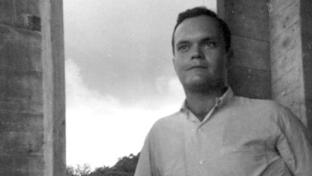 """John Kennedy Toole, que se matou aos 31 anos, é autor de """"Uma Confraria de Tolos"""", que se tornou objeto de culto literário"""