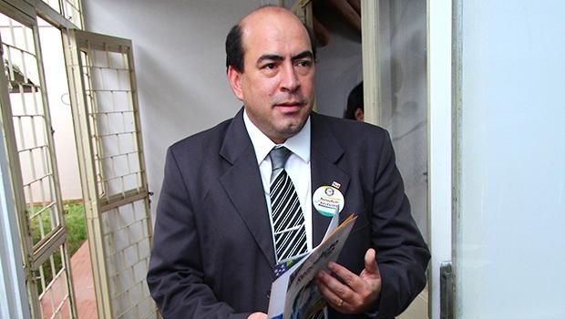 Leon Deniz alinhou-se com o empresário Júnior Friboi
