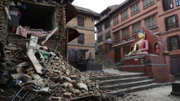 Terremoto registrado foi o pior dos últimos 80 anos e deixou 2,8 milhões de nepaleses desabrigados | Foto:  Narendra Shrestha/EPA/Agência Lusa