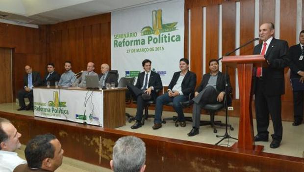 Titubeios no relatório  da reforma política