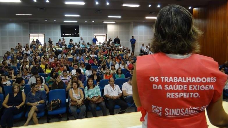 """""""A greve para, mas continuaremos firmes"""", afirma presidente do Sindsaúde"""