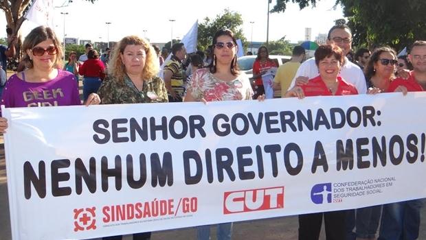 Servidores saíram da Praça do Trabalhador e seguiram até o Estádio Serra Dourada |Foto: Divulgação