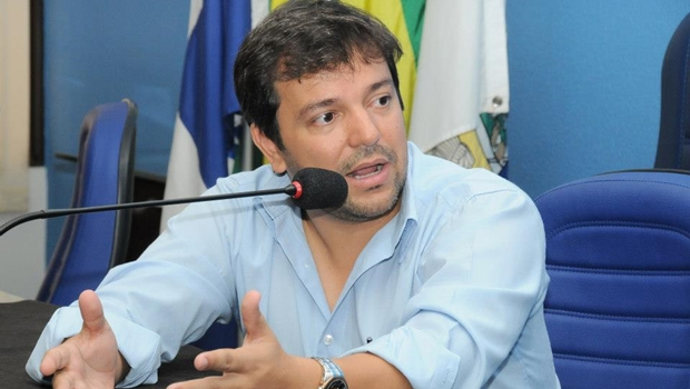 Vinicius Luz diz que o prefeito de Jataí não trabalha para aumentar a renda do município   Foto: reprodução / Facebook