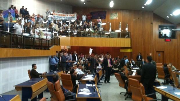 Plano de Educação é aprovado em sessão tumultuada