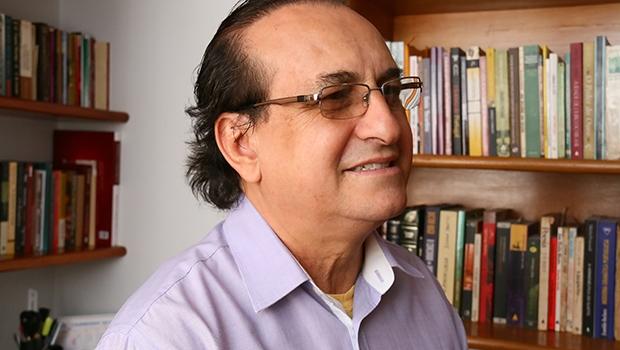 Presidente da seccional goiana da União Brasileira de Escritores, Edival Lourenço é um dos artistas goianos mais laureados. Foi ganhador dos prêmios Jabuti e Jaburu
