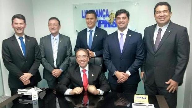 Eduardo Machado (sentado), com parlamentares do PHS, em Brasília: foco é o partido | Foto: reprodução / Facebook