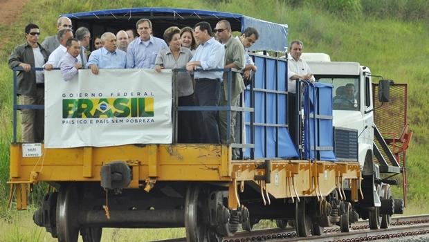 Presidente Dilma Rousseff (PT) e o governador Marconi Perillo (PSDB) durante inauguração da ferrovia em Anápolis, em maio do ano passado | Foto: Fernando Leite / Jornal Opção