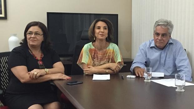 Prefeita da Cidade de Goiás, Selma Bastos (PT), participou do anúncio da mudança da data do Fica 2015, ao lado da secretária Raquel Teixeira e o superintendente Aguinaldo Coelho | Foto: Alexandre Parrode